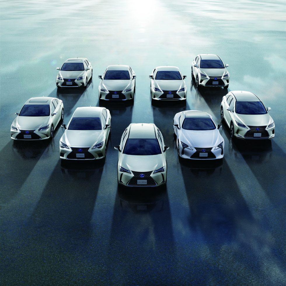 Elektrifikuotų-Lexus-automobilių-gama