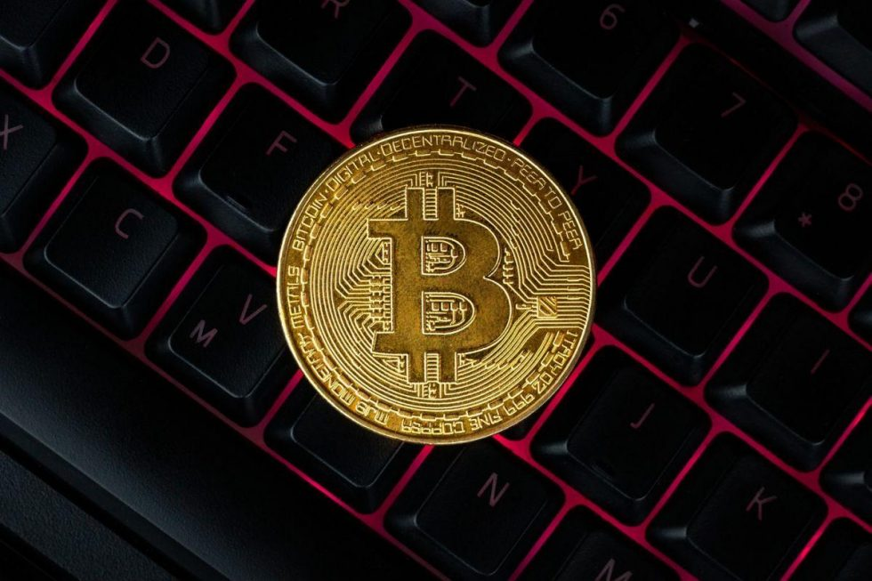 bitcoin-compuer-keyboard-background-symbol-electronic-virtual-money-mining-cryptocurrency-concept_2021-05-28-080802_bnll