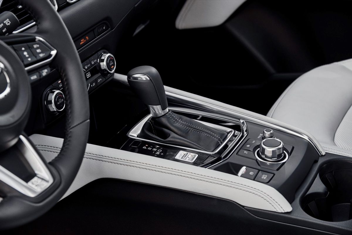 Mazda%20pavyzdys%20-%20funkciju%CC%A8%20valdiklis%20ir%20mygtukai