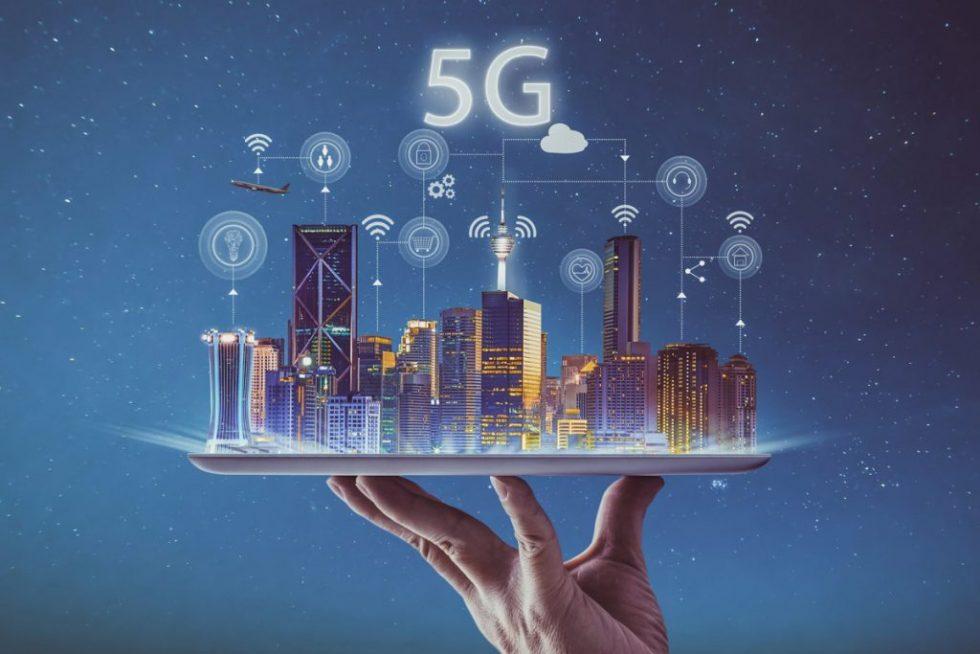 5g_smart-city_iot_wireless_silver-platter_tablet_service-100773116-large-1024x683